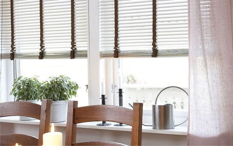 Чем украсить окна: шторы и жалюзи