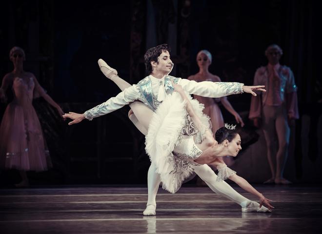 Звезда балета Александр Стоянов провел благотворительный спектакль