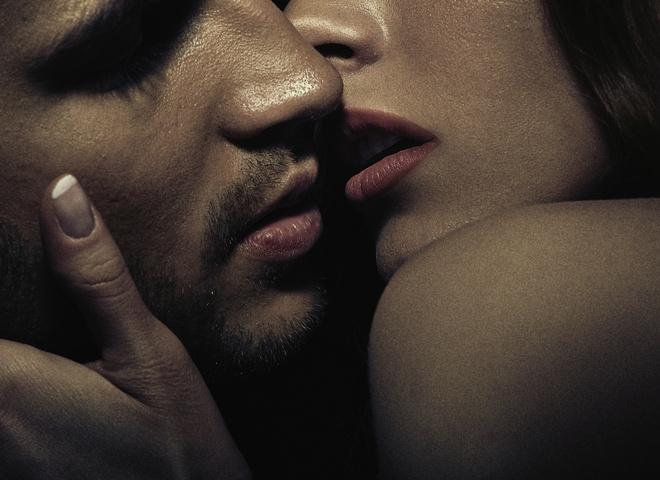 Поцелуй со звездой: ТОП-5 фанаток, которым посчастливилось целоваться со своим кумиром