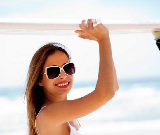 Как защитить волосы от солнца в городе и на море