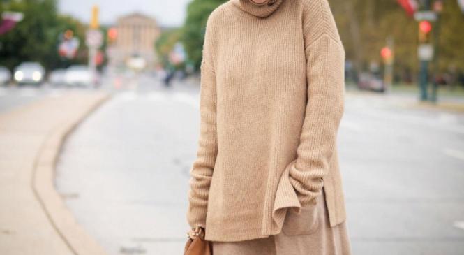 Модно и тепло: как и с чем носить свитер