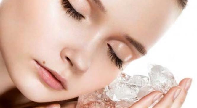 Лед для лица – польза, вред и правила умывания