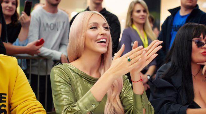 Оля Полякова нашла своего двойника
