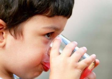 Что и как пить детям в жару, чтобы предотвратить обезвоживание?