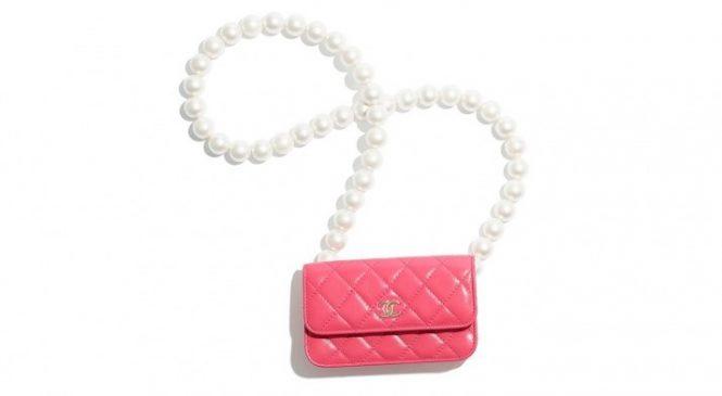 Кошельки с жемчужными нитями и чехлы для AirPods в новой коллекции Chanel
